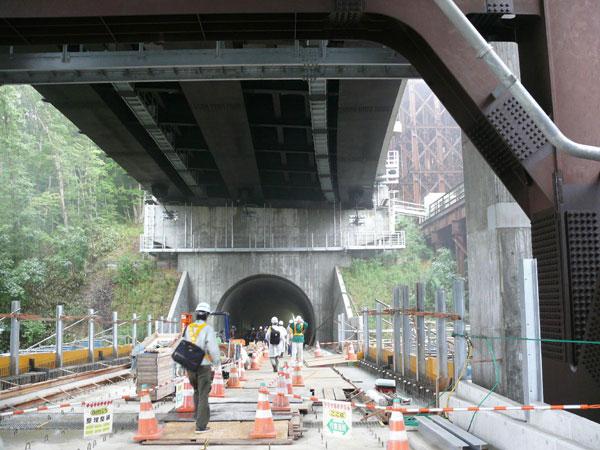 17-青葉山トンネル入口(道路.jpg...