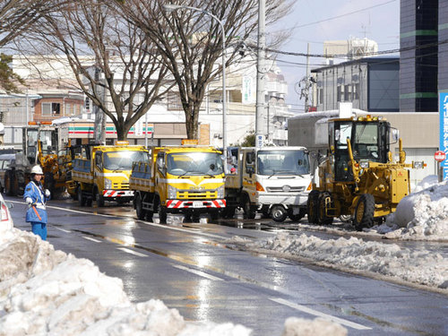 除雪車メンテ中1_20140217[1.jpg